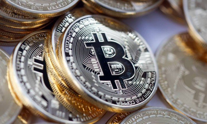 x63467545_Bitcoins-sit-in-a-pile-in-this-arranged-photograph-in-Danbury-UK-on-Thursday-Dec-10-2015-Bi.jpg.pagespeed.ic.moz5Akbt6i